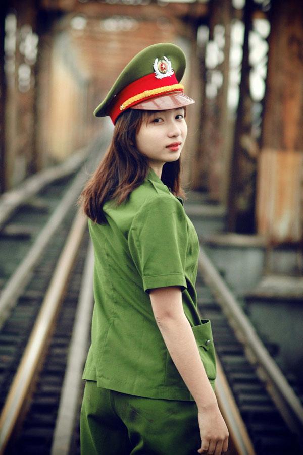 Hình ảnh nữ công an xinh đẹp 01