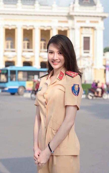 Hình ảnh nữ công an xinh đẹp 011