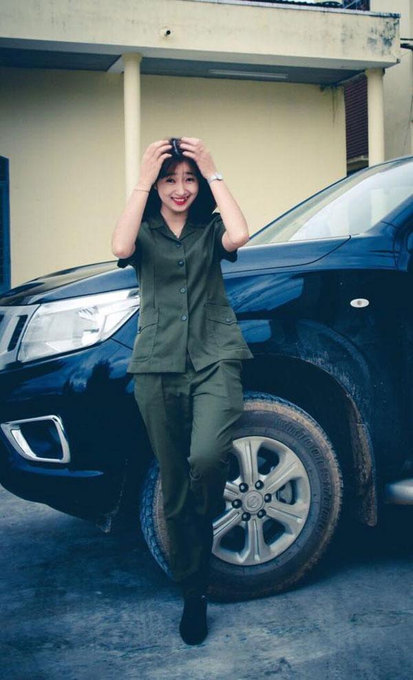 Hình ảnh nữ công an xinh đẹp 09