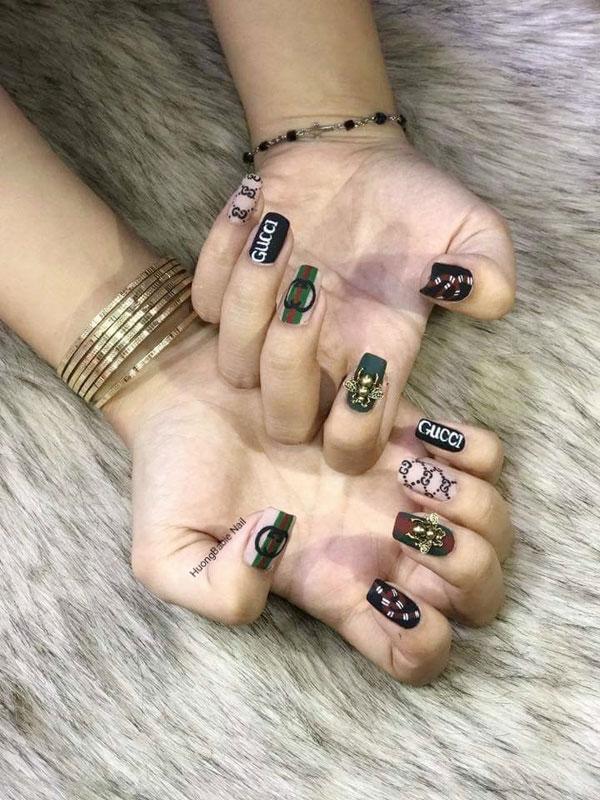 mẫu nail gucci đẹp sang chảnh 015