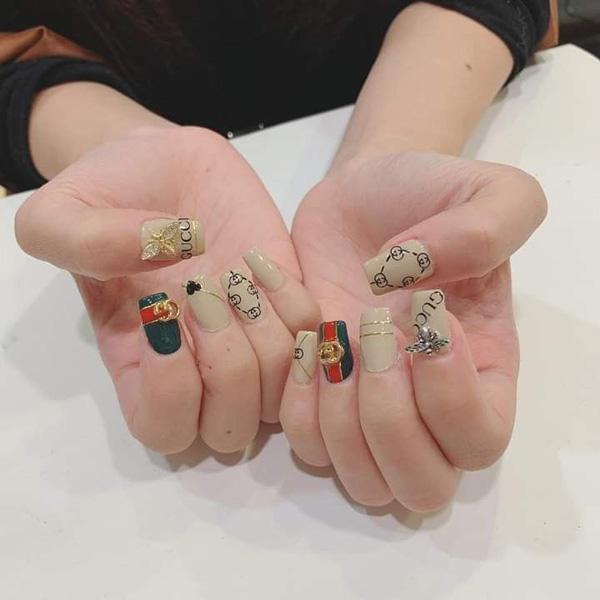 mẫu nail gucci đẹp sang chảnh 02