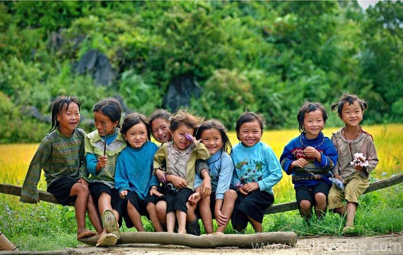 Hình ảnh đẹp về Sa Pa - trẻ em vui đùa trên bản Tả Van