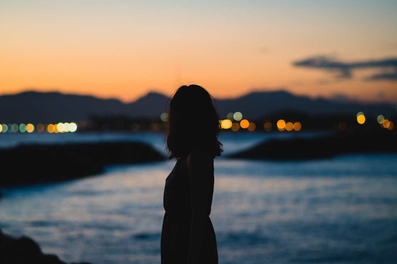 Hình ảnh độc thân buồn, cô đơn 01