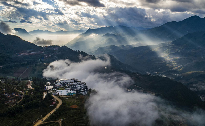 ngắm hình ảnh núi non hùng vĩ của Sapa