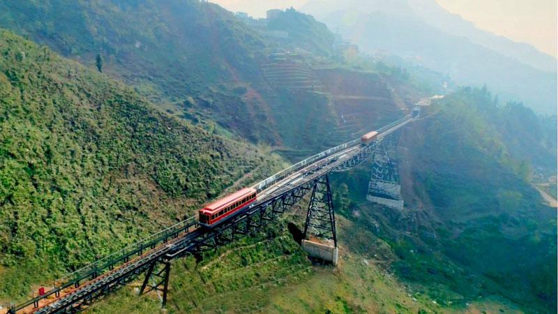 Hình ảnh tàu hỏa neo núi Mường Hoa ở Sapa