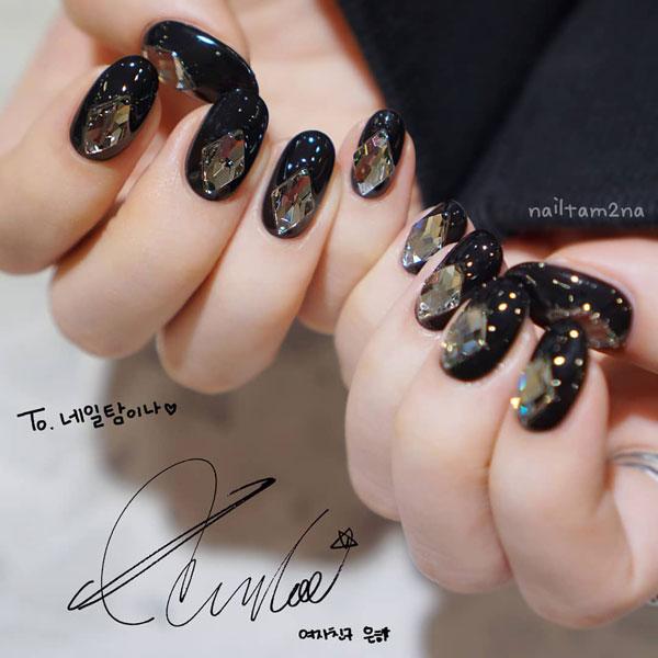 Mẫu nail màu đen đính đá 01