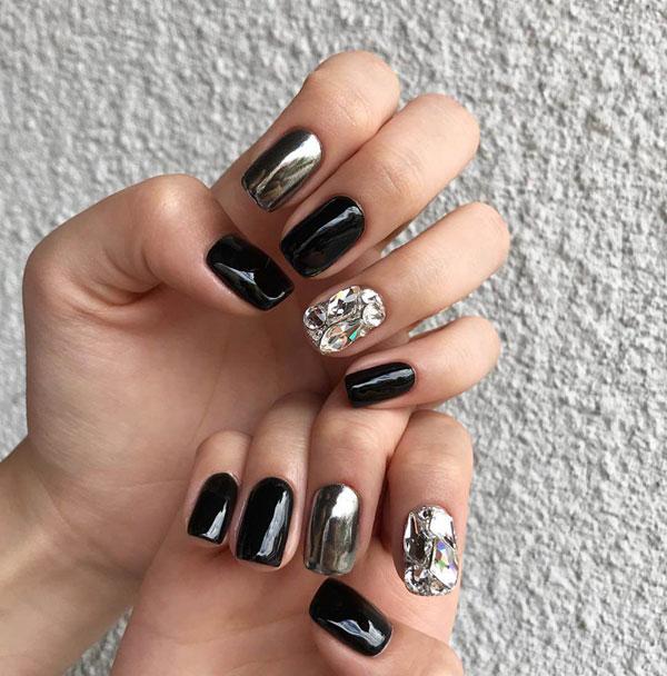 Mẫu nail màu đen đính đá 03