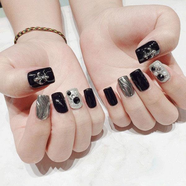 Mẫu nail màu đen đính đá 04