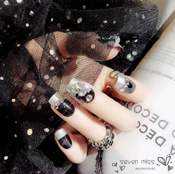 Mẫu nail màu đen đính đá 05