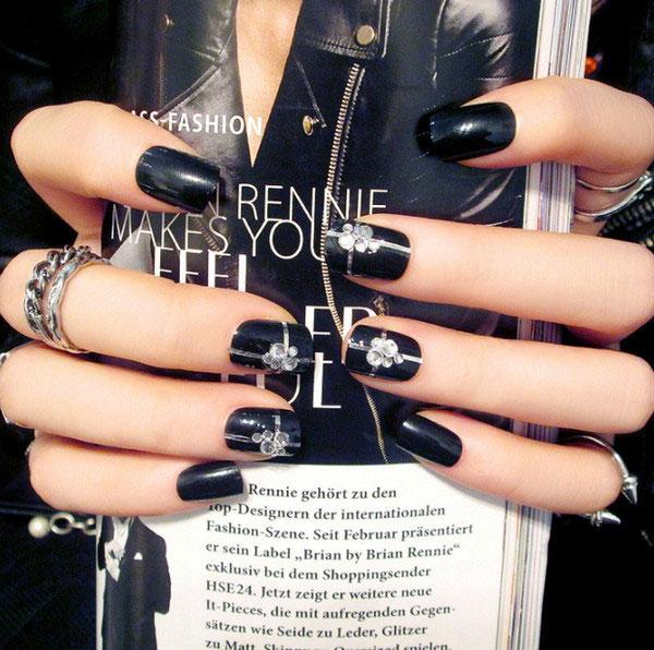 Mẫu nail màu đen đính đá 06
