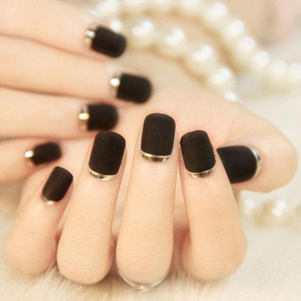 Mẫu nail màu đen nhám 02