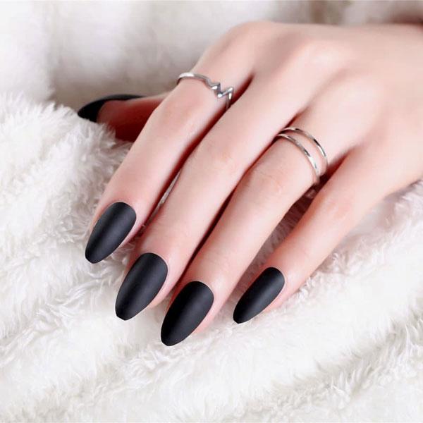 Mẫu nail màu đen nhám 05